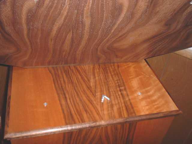 http://www.pispeakers.com/misc/Midhorn_Pin_Socket.jpg